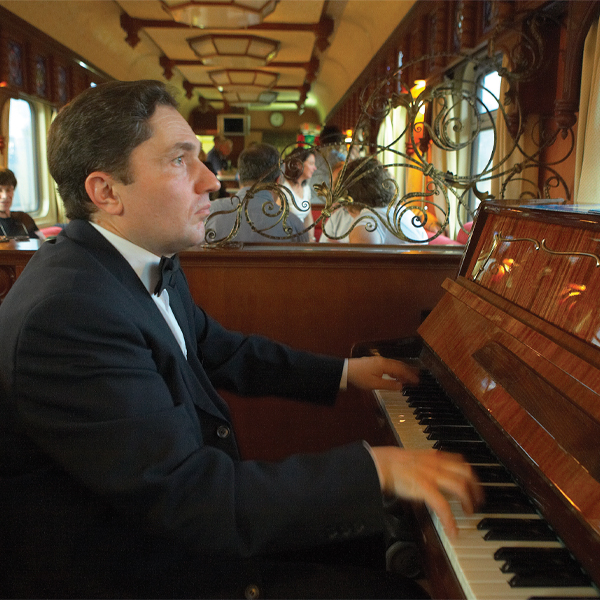 Live music in the bar lounge car